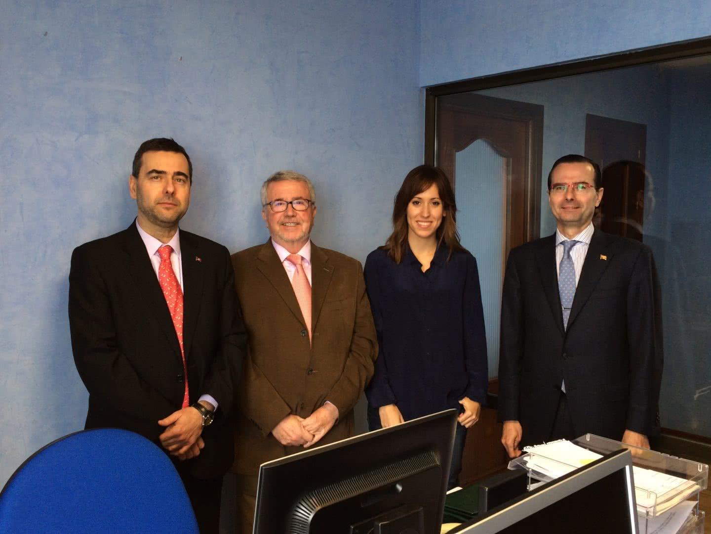 Arola nueva oficina en c diz arola for Oficinas bankia cadiz